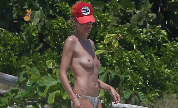 Heidi Klum topless candids in Mexico