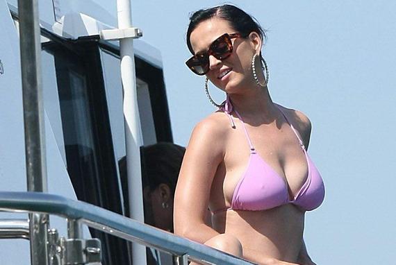 Katy Perry - bikini candids in Sydney