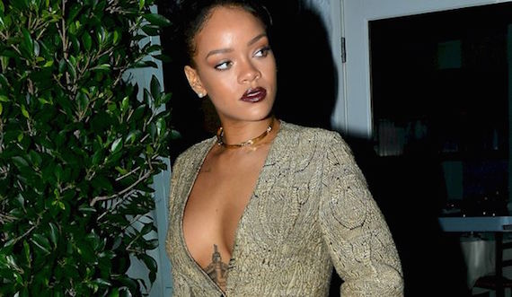Fantastic Rihanna Cleavage Candids and other Daily Links
