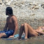 Heidi Klum Topless at the Beach and other Daily Links