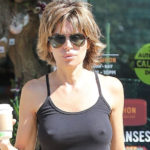 Lisa Rinna Pokies while getting Coffee and other Daily Links