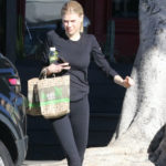 Charlotte McKinney Camel Toe in Leggings and other Daily Links